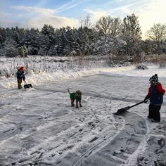 Preparing the ice. (sweden, winter, östhammar, road trip, friends)
