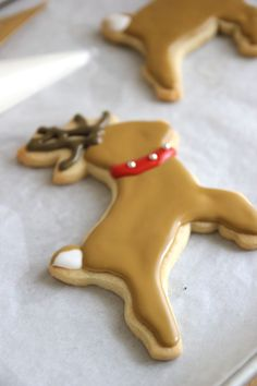 Reindeer Cookie with collar Each Christmas I release a new Copper Cookie Cutters collection - my favorite tradition. I've kept some of my favorites from years past including the Reindeer, Snowflake, Mitten & Fir Tree. Christmas Deserts, Holiday Desserts, Holiday Baking, Holiday Treats, Christmas Treats, Christmas Baking, Holiday Recipes, Rustic Christmas, Reindeer Cookies