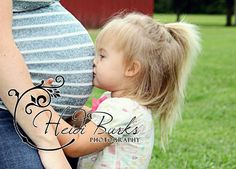 Maternity photo with sibling Heidi Burks Photography