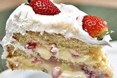 🍰 Receita de bolo mousse de morango, esse bolo ficou maravilhoso - / 🍰 Revenue mousse strawberry cake, the cake was wonderful - Sweet Desserts, Sweet Recipes, Delicious Desserts, Cake Recipes, Dessert Recipes, Yummy Food, Cupcakes, Cupcake Cakes, Portuguese Desserts