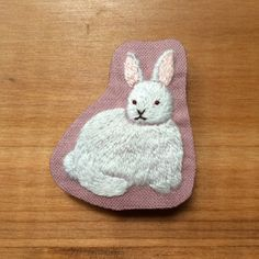 Free shipping * Rabbit embroidery brooch