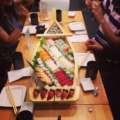 Sushi boat!? Sushi Boat, My Sushi, Suchi Recipe, Sushi Comida, Asain Food, Sushi Party, Bento, Weird Food, Love Eat
