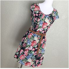 Papaya Floral Dress w/ Woven Faux Leather Belt Runs small. Measurements on request. Garter waist w/ belt. Lined skirt.  Please ask ALL questions before you buy as all sales are final. I try to describe the items I sell as accurately as I can but if I missed something, please let me know FIRST so we can resolve it before you leave < 5rating.   TRADES/PP LOWBALLING (Please consider the 20% PM fee) ✅Offers only through the OFFER BUTTON  100% Authentic items   &  Free home Papaya Dresses Mini
