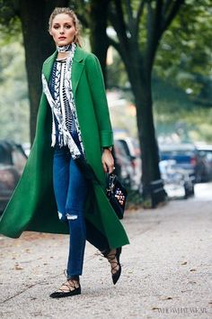 Olivia Palermo Is Our Celebrity Street Style Star of the Year Olivia Palermo wears a green coat with a printed blouse, a skinny scarf, jeans, lace-up flats and a beaded handbag. Fashion Mode, Star Fashion, Look Fashion, Winter Fashion, Fashion Trends, Net Fashion, Milan Fashion, Street Fashion, Lifestyle Fashion