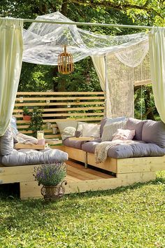 DIY Gartenlounge A garden lounge with large lounging areas and sky to relax in the garden. Outdoor Spaces, Outdoor Living, Pergola Designs, Interior Exterior, Outdoor Furniture, Outdoor Decor, Outdoor Gardens, New Homes, Diy Projects