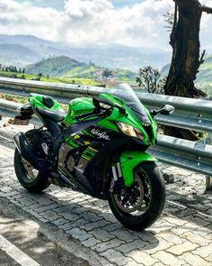 Motos Kawasaki, Kawasaki Zx10r, Kawasaki Motorcycles, Cool Motorcycles, Moto Bike, Motorcycle Gear, Ninja Bike, Zx 10r, Antique Tractors