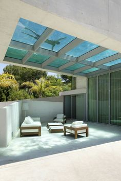 swimming pool under the patio of Jellyfish-House-Modern-Mansion-Exposing-Concrete-and-a-Breathtaking-Swimming-Pool-Suspeneded-in-a-Huge-Cantilever-homesthetics