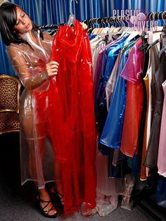 Like this wear, very sexy, shiny. Vinyl Raincoat, Pvc Raincoat, Plastic Raincoat, Plastic Pants, Rain Fashion, Latex Fashion, Pvc Leggings, Transparent Clothes, Vinyl Clothing