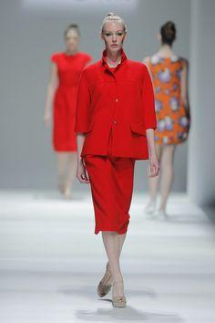 Tot-hom_SS15_1 #tothom #pretaporter #elegancia #modamujer #moda #fashion #desfile #ss15 #Barcelona #Madrid #tendencia #model #modelo #minimal #lineasrectas #abrigosanchos #pantalon #vestido #oversize #troquelada #colorpastel #colorvivo