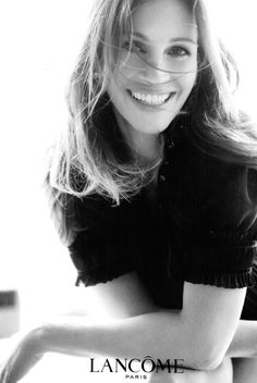 Julia Roberts for Lancome Julia Roberts, Beautiful Smile, Beautiful People, Beautiful Women, Celebrity Photos, Celebrity Portraits, Hollywood, Famous Women, Girl Crushes