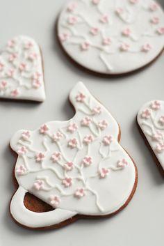 cherry blossom cookies by Call Me Cupcake blog❥ via #martablasco ❥ http://pinterest.com/martablasco/