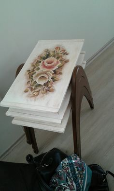 Decorative Boxes, Hand Painted, Decoupage, Decoupage Table, Diy And Crafts, Painting On Wood, Hobbies And Crafts, Room Paint, Home Decor