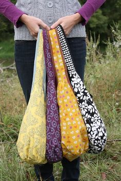 Runaround Bag Pattern - great for Christmas presents, longer handle for cross body bags - and awesome website, too.