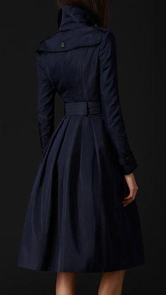 Elegant silk blend full skirted trench coat  Burberry Article 45571811