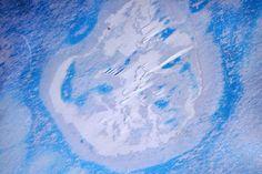 2015 rätselten Polarforscher über eine merkwürdige, kreisrunde Struktur im König-Baudoin-Schelfeis. Während eines Überflugs über das König-Baudoin-Schelfeis beobachteten der Geowissenschaftler Chri…