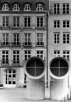 undr:  Gianni Berengo Gardin Centro Pompidou, Parigi, 1982, (Arch. Renzo Piano)