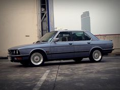 BMW E28 with the best looking wheels, ever!