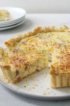 """""""This quiche is foolproof, even an amateur cook could manage this recipe."""" - jenifer adams This quiche is foolproof, even an amateur cook could manage this recipe. Breakfast Quiche, Breakfast Dishes, Breakfast Casserole, Breakfast Recipes, Quiches, Filet Mignon Chorizo, Ma Baker, Comfort Food, Mets"""