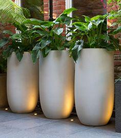 Axis 100 planter Urbis Design