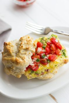 This Easy Egg Bake Breakfast Sandwich with Pico de Gallo is the perfect breakfast to spice up your morning!