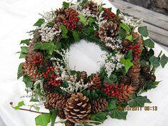 Risultati immagini per dusickove kose Outdoor Christmas Tree Decorations, Church Wedding Decorations, Christmas Arrangements, Flower Arrangements, Christmas Wreaths, Xmas, Sympathy Flowers, Fall Decor, Holiday Decor