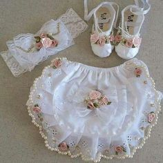 Ribbon Embroidery Flowers Tutorial only Embroidery Floss Or Thread Mode Outfits, Baby Outfits, Lace Booties, Baby Sewing Projects, Christening Gowns, Heirloom Sewing, Cute Baby Clothes, Diy Clothes, Little Girl Dresses