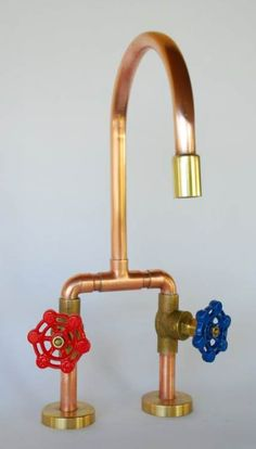 vintage bathtub armature/ faucet Diy kids kitchen faucet Ideas Buying The Right Ty Diy Kids Kitchen, Rustic Kitchen, Copper Faucet, Copper Pipe Taps, Vintage Bathtub, Kitchen Taps, Rustic Bathrooms, Diy For Kids, Tiny House