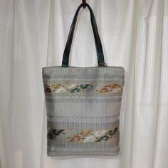 ・毎日のお買い物や、ちょっとそこまでのお出かけ用に気軽に持っていただけるバッグです。・とても綺麗な状態の帯でした。・持ち手は深いパールグリーンの革です。・サイ...|ハンドメイド、手作り、手仕事品の通販・販売・購入ならCreema。
