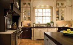 Love the use of the expresso and cream colored cabinets.