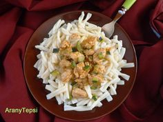 AranyTepsi: Cukkinis csirkepaprikás Cabbage, Grains, Rice, Dishes, Chicken, Vegetables, Food, Red Peppers, Plate