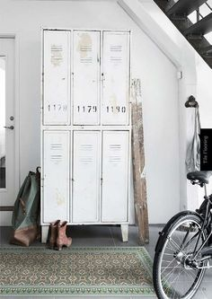 These industrial living room design ideas are going to be the next best idea when it comes to changing your living room! Vintage Industrial Furniture, Industrial Living, Industrial Interiors, Vintage Home Decor, Industrial Style, Industrial Office, Industrial Lockers, Industrial Metal, Vintage Lockers