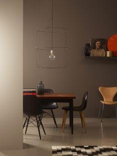 Los colores marrones y tonos tierra combinan con todo tipo de estilos y encajan bien en cualquier habitación. Aportan profundidad. Combínalos con tonalidades en beige, tonos melocotón y amarillos, naranjas y marrones otoñales. #pintura  #estilonordico #marron #tierra #arena #sandy #sand #brown #colormarron #estiloescandinavo #suelos #colores #deco #decoracion #interiores #muebles #marronglase #marronchocolate #marronceniza #marronclaro  #marronoscuro #marrones Room Colors, Wall Colors, Jotun Lady, Dining Decor, Display Homes, Color Inspiration, Home Art, Diy Furniture, Modern
