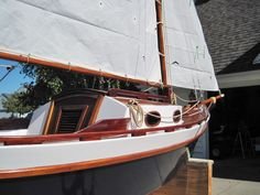 Toe rail on gunnel Small Sailboats, Wooden Ship, Boat Stuff, Boat Plans, Wooden Boats, Boat Building, Ponds, Weekender, Sailing