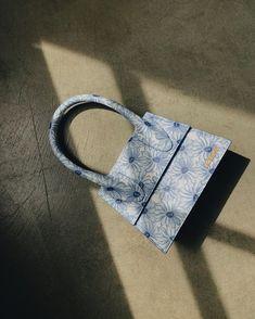 🦂 (@laurentsbitch) / Twitter Luxury Purses, Luxury Bags, Luxury Handbags, Purses And Handbags, Cheap Handbags, Trendy Purses, Cute Purses, Fendi, Jacquemus Bag