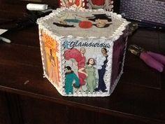 Hexagon greeting card box Vintage Christmas Crafts, Christmas Card Crafts, Crochet Christmas, Christmas Cards, Crochet Box, Crochet Baskets, Greeting Card Box, Vintage Greeting Cards, Card Basket
