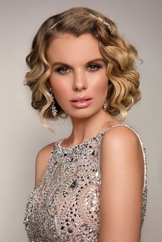 2016 Silvester Frisuren & Make-up Ideen … - Makeup İdeas Graduation Romantic Wedding Hair, Vintage Wedding Hair, Wedding Hair And Makeup, Bridal Makeup, Bridal Hair, Hair Makeup, Casual Hairstyles, Wedding Hairstyles, Graduation Hairstyles