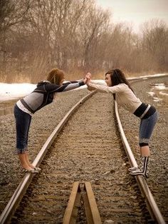 I wish we lived near train tracks! me and my BFF would do this! Sister Pictures, Best Friend Pictures, Friend Photos, Bff Pics, Best Friend Poses, Best Friend Photography, To Infinity And Beyond, Cute Friends, Best Friends Forever