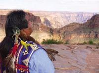 Viagem diurna à margem oeste do Grand Canyon de ônibus, helicóptero e barco com Skywalk opcionalb #viagem #turismo