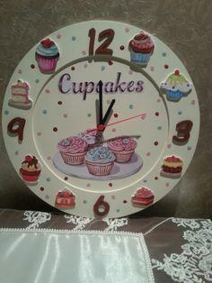 comamos el tiempo Cute Crafts, Diy And Crafts, Cupcake Kitchen Decor, Cupcake Crafts, Bakery Sign, Unusual Clocks, Kitchen Clocks, Wall Clock Design, Pink Wallpaper Iphone
