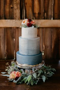 Here's What the Same Wedding Style Looks Like at 3 Different Price Points 1 Wedding, 3 Budgets! This rustic chic wedding style is designed at 3 different price points to give you deeper insight into what you can expect to spend based on the photos you are Naked Wedding Cake, Burgundy Wedding Cake, Wedding Cake Roses, Wedding Cake Rustic, Amazing Wedding Cakes, Fall Wedding Cakes, Unique Wedding Cakes, Wedding Cake Designs, Wedding Cupcakes