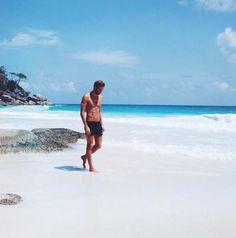 run & explore // running // explore // urban men // healthy choices… Beach Photography Poses, Beach Poses, Beach Portraits, Types Of Photography, Candid Photography, Documentary Photography, Street Photography, Seychelles, Travel Pose