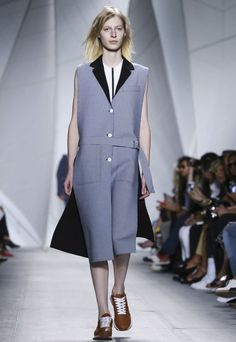 A look from the Lacoste Spring 2015 RTW collection. Runway Fashion, Fashion News, Fashion Show, Fashion Week 2015, Spring Summer 2015, Live Fashion, Lacoste, Ready To Wear, Fashion Photography