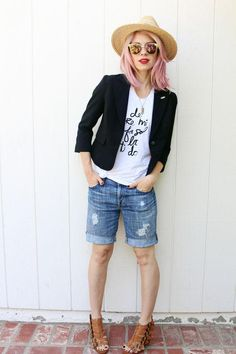 13 Ways to Wear Long Shorts and Still Look Stylish How to Wear Long Bermuda Shorts for Work, Date, and Weekend – Glamour-summer outfit Bermuda Shorts Outfit, Denim Shorts Outfit, Work Shorts, Summer Shorts, Denim Outfits, Denim Skirt, Bermuda Shorts Women, Casual Shorts, Rock Outfits
