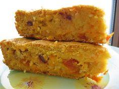 Тыквенно-овсяный пирог 300 гр. тыквы 1 крупная морковь 1 стакан овсяных хлопьев быстрого приготовления 0.5 стакана молока 2 шт. яйца 3 ст. ложки сметаны 50 мл. растительного масла 4-5 ст. ложек сахара (можете добавить побольше на свой вкус) 1 стакан муки 150 гр. смеси разных сухофруктов (я брала курагу, можно изюм, чернослив) 1 пакетик ванильного сахара 1 ч. ложка разрыхлителя 0.5 ч. ложки соды 2-3 ст. ложки тыквенных семечек по желанию щепотка соли