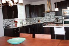 Black And White Kitchen Backsplash - http://www.designbvild.com/3164/black-and-white-kitchen-backsplash/