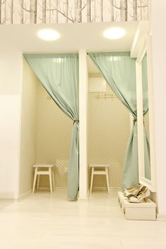 Fitting rooms---retail---clothing