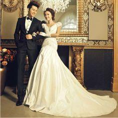 Designer White Vintage Style Bridal Wedding Gowns Dresses with Sleeves SKU-118224