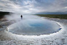 Suchst Du eine Tour in kleiner Gruppe? Schließe Dich unserero populären Golden Circle Tour im Kleinbus an. Du wirst den Nationalpark Þingvellir, den Wasserfall Gullfoss und das geothermale Gebiet rund um den Geysir zu sehen bekommen. Dein Guide wird Dir unterwegs alles wissenswerte zu jeder Attraktio