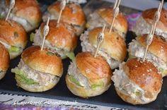 Salmon recipes 766878642779406903 - mini burger froid au thon Source by Tapas, Pan Bagnat, Tuna Burgers, Mini Hamburgers, Hamburger Meat Recipes, Meat Meals, Party Finger Foods, Inexpensive Meals, Food Platters