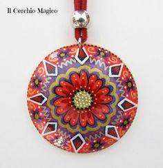"""Collana mandala """"Gerbera"""" con ciondolo rotondo in legno dipinto a mano, by Il Cerchio Magico, 20,00 € su misshobby.com"""